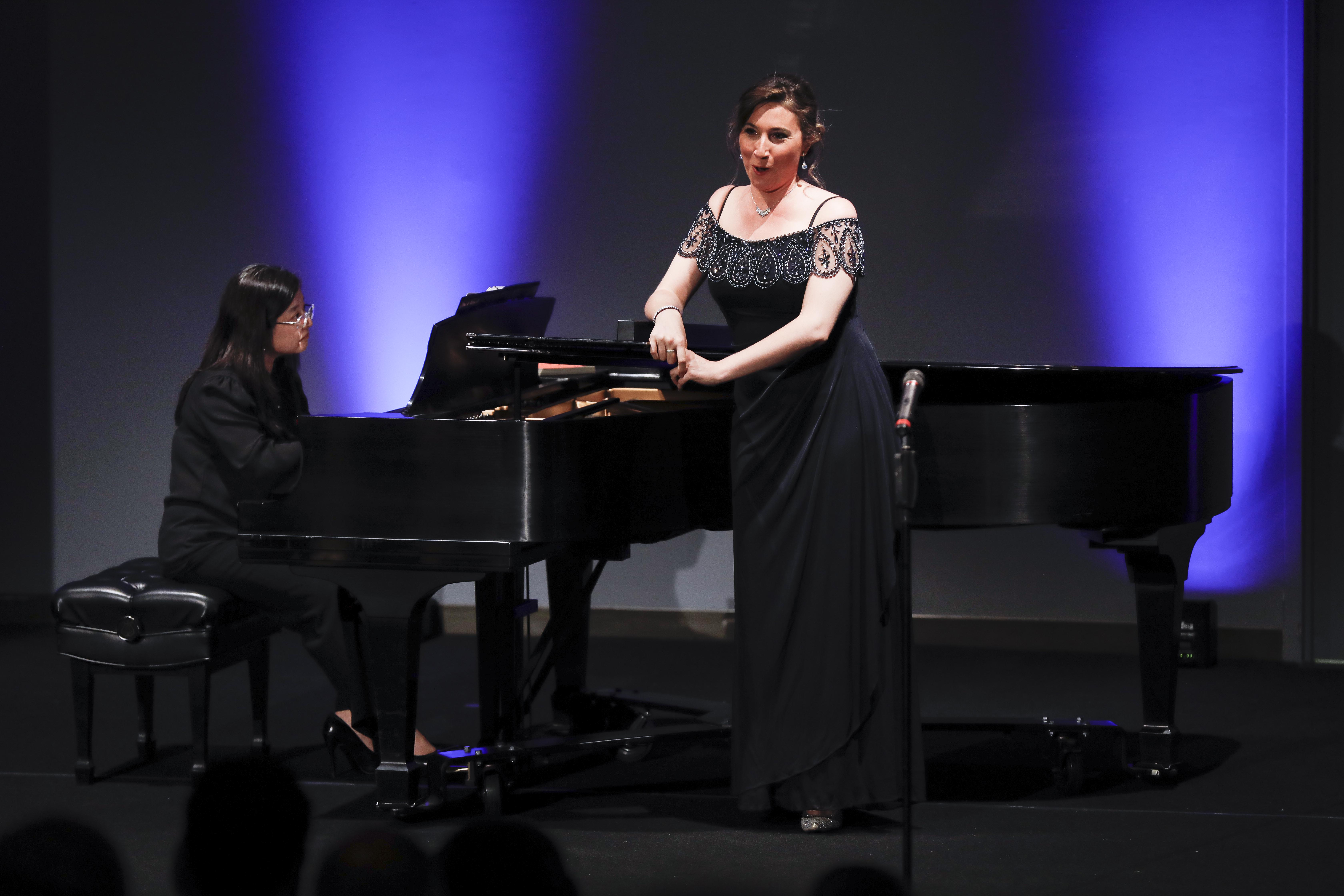 "La Mezo-soprano chilena Maria Luisa Merino, durante su concierto ""Grand finale recital of the lyrical singing contest"" en ""Women in Music"" presentado en el National Museum of Women in the Arts in Washington DC, el lunes 17 de abril de 2017. Foto: Capitulo Chileno National Museum of Women in the Arts WDC, Roberto Candia."
